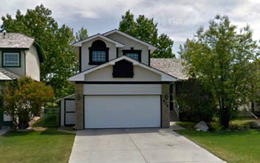Airdrie Woodside: Immaculate house backing the golf course