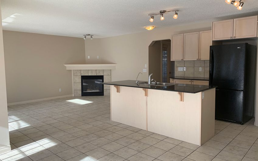Rent to Own this Sunny and Spacious 3 Bedroom Home with Double Attached Garage in Morningside!