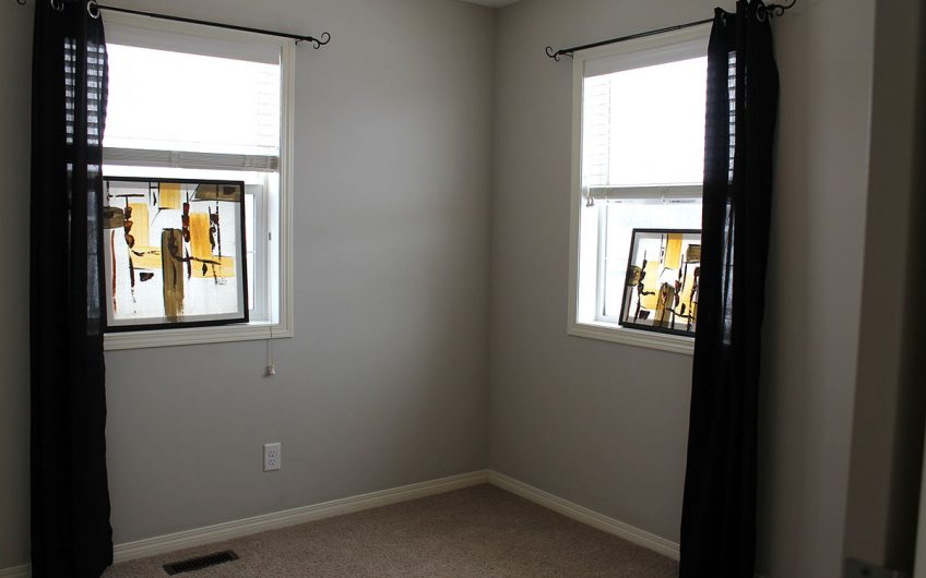Airdrie: RENT TO OWN this Bright & Beautiful 3 Bedroom Townhouse in Williamstown!