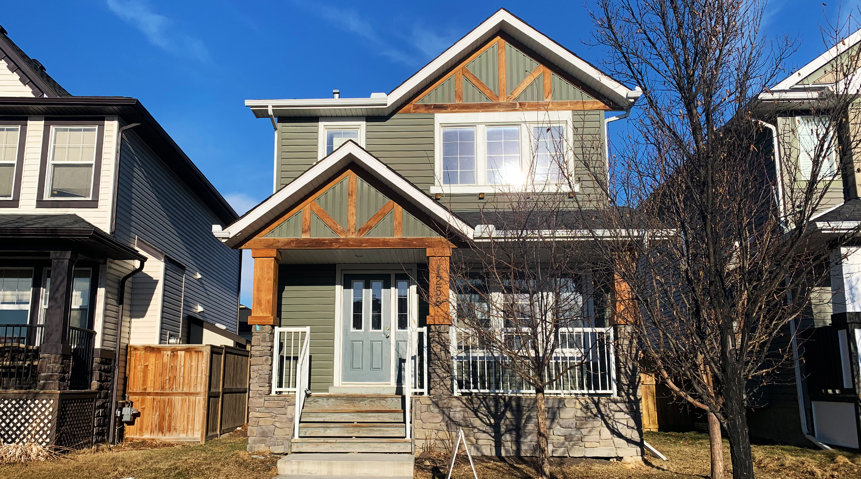 Airdrie: Cozy 3 Bedroom Home in Ravenswood!